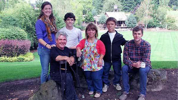 Image of Amy Roloff with her ex-husband Matthew and with their kids