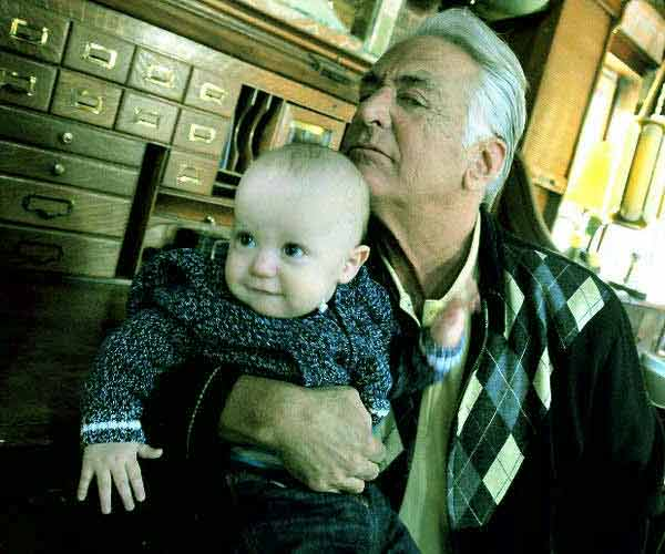 Image of Barry Weiss with his kid