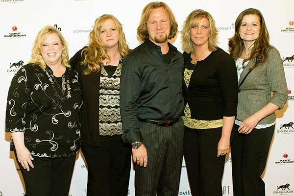 Image ofKody Brown with his all wife