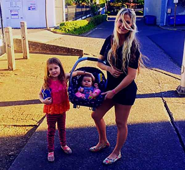 Image of Allysa Rose with her daughters