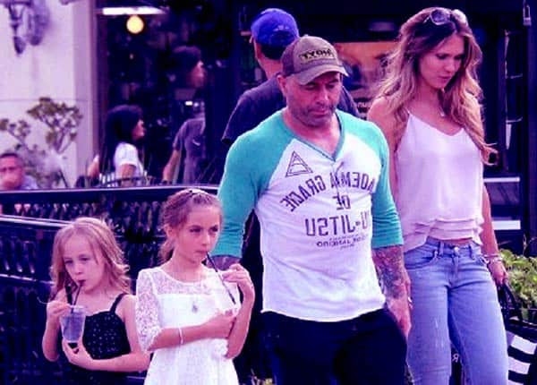 Image of Jessica Rogan with her husband Joe Rogan and with their daughter