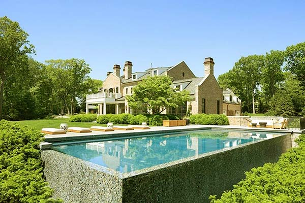 Image of American football quarterback, Tom Brady house