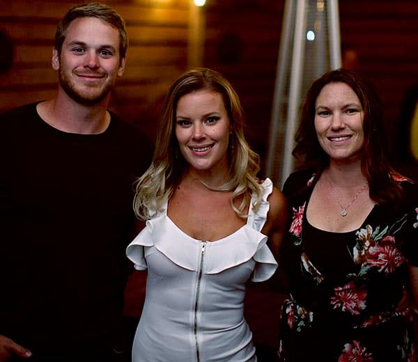 Image of Amanda Holmes with her siblings (Sherry Holmes and Mike Holmes Jr.)