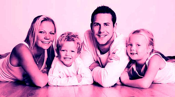 Image of Louise Anstead with her ex-husband Ant Anstead and with their kids