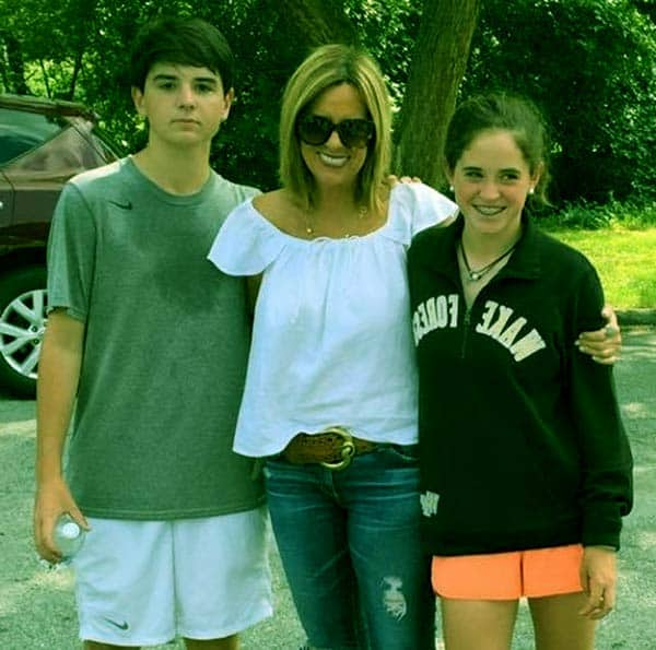 Image of Jill Rhodes with her kids Merri Kelly and Sean Patrick Hannity