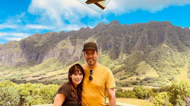 Property Brothers Jonathan Scott and girlfriend Zooey Deschanel in vacation.